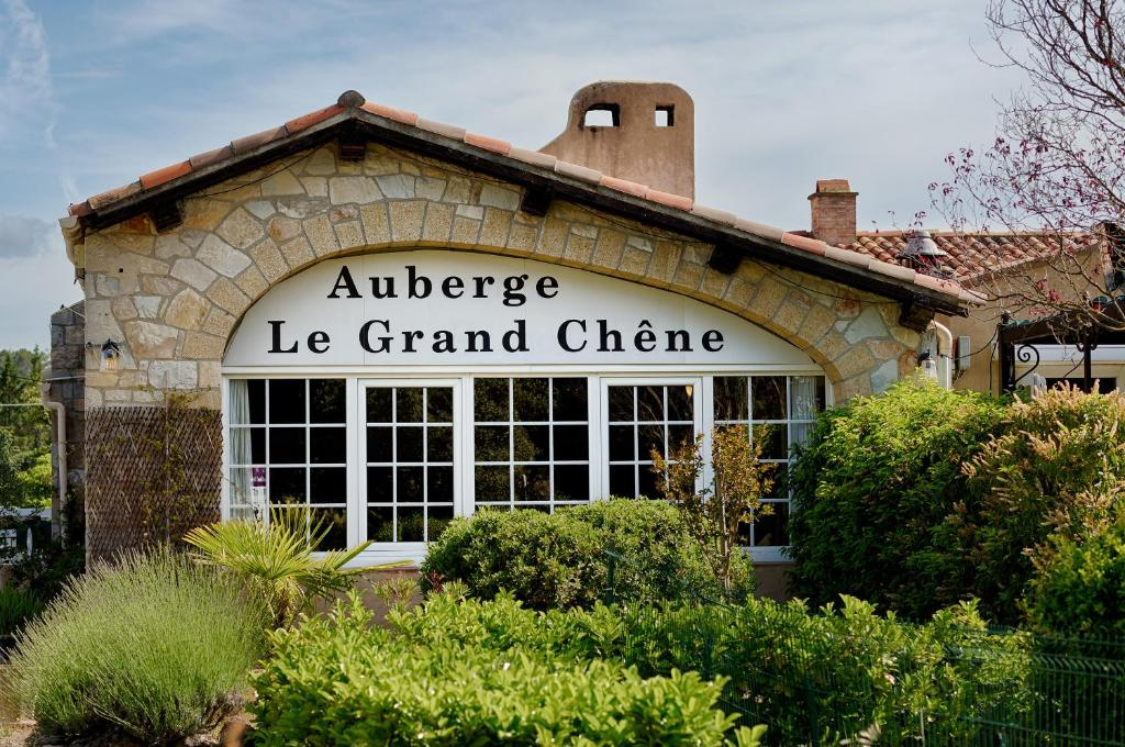 The facade or entrance of Auberge du Grand Chêne