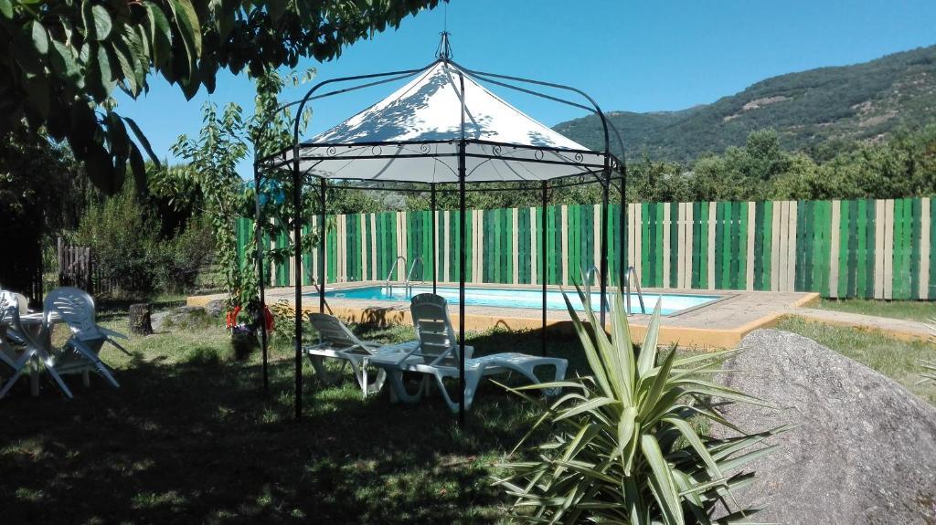 Jardín al aire libre en Apartamentos Rurales El Rincón del Jerte