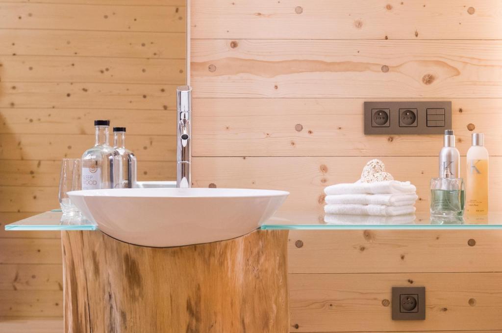A bathroom at Sleepwood Hotel