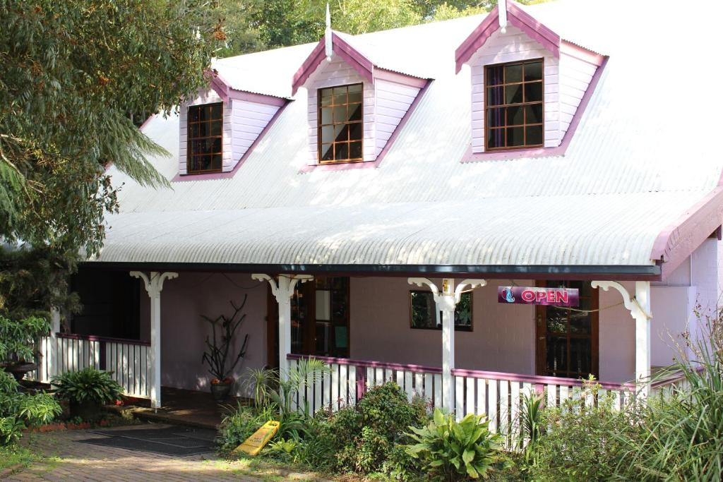 The facade or entrance of Dancing Waters Cottage