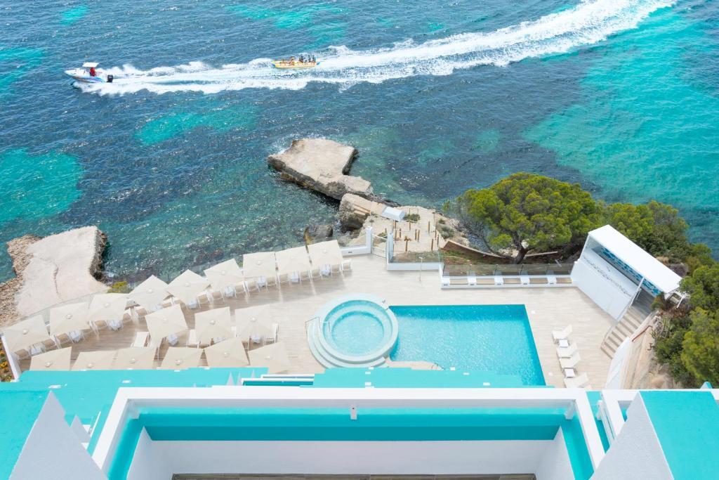 Вид на бассейн в HSM Sandalo Beach или окрестностях