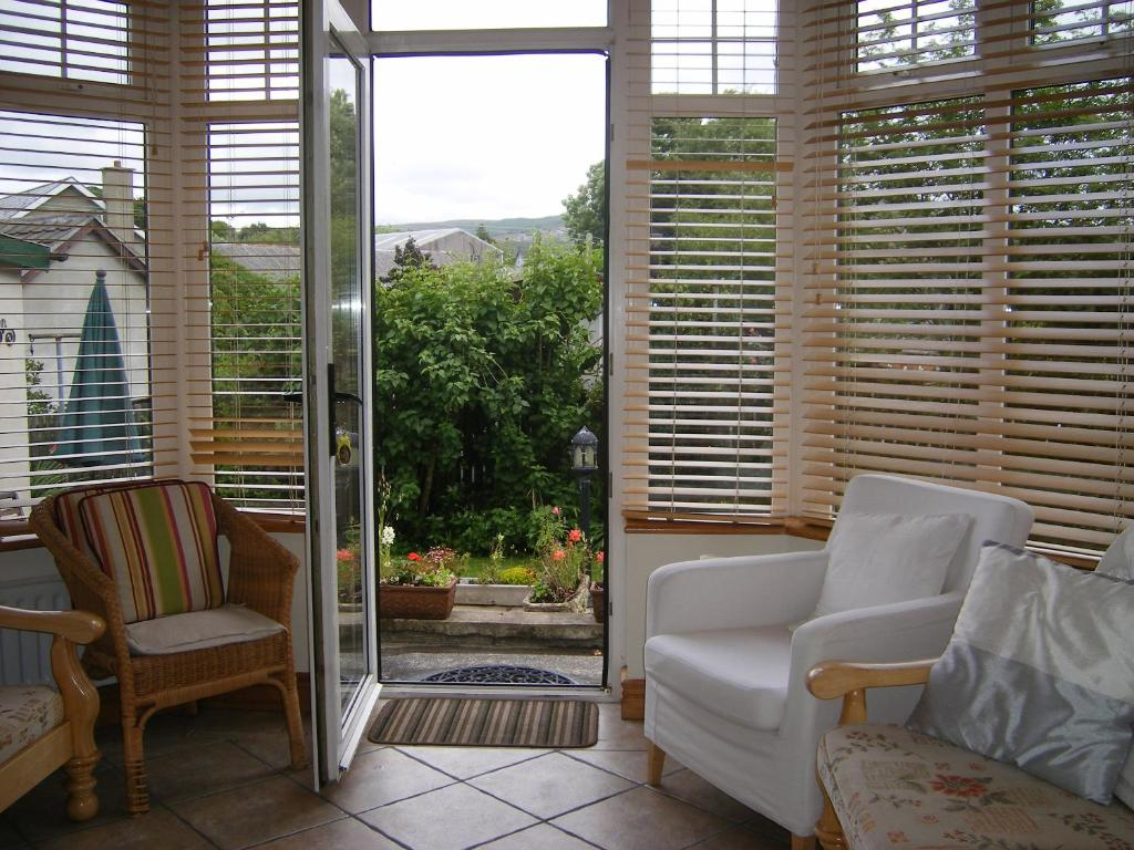 A seating area at Millbrae Town Cottage