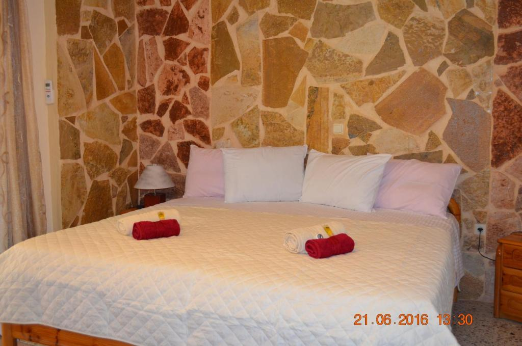 A bed or beds in a room at Apartments Zoumperi