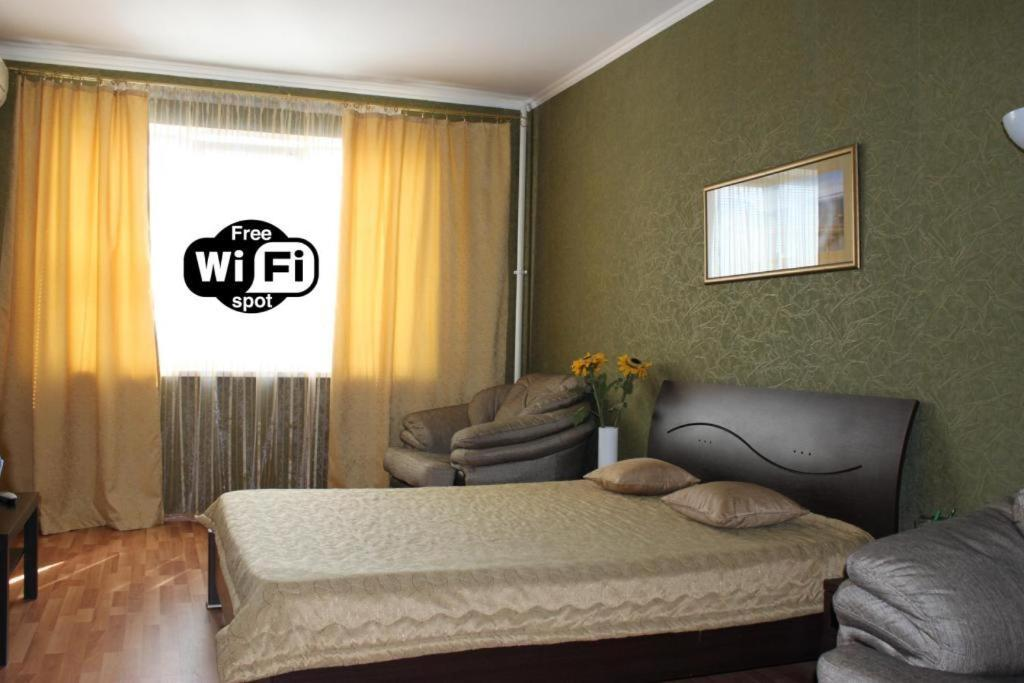 Кровать или кровати в номере Апартаменты на Покровском