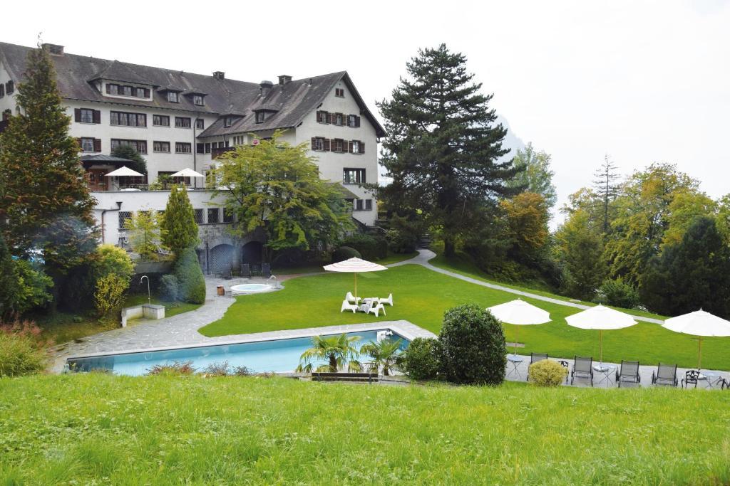 Ein Garten an der Unterkunft See- und Seminarhotel FloraAlpina Vitznau