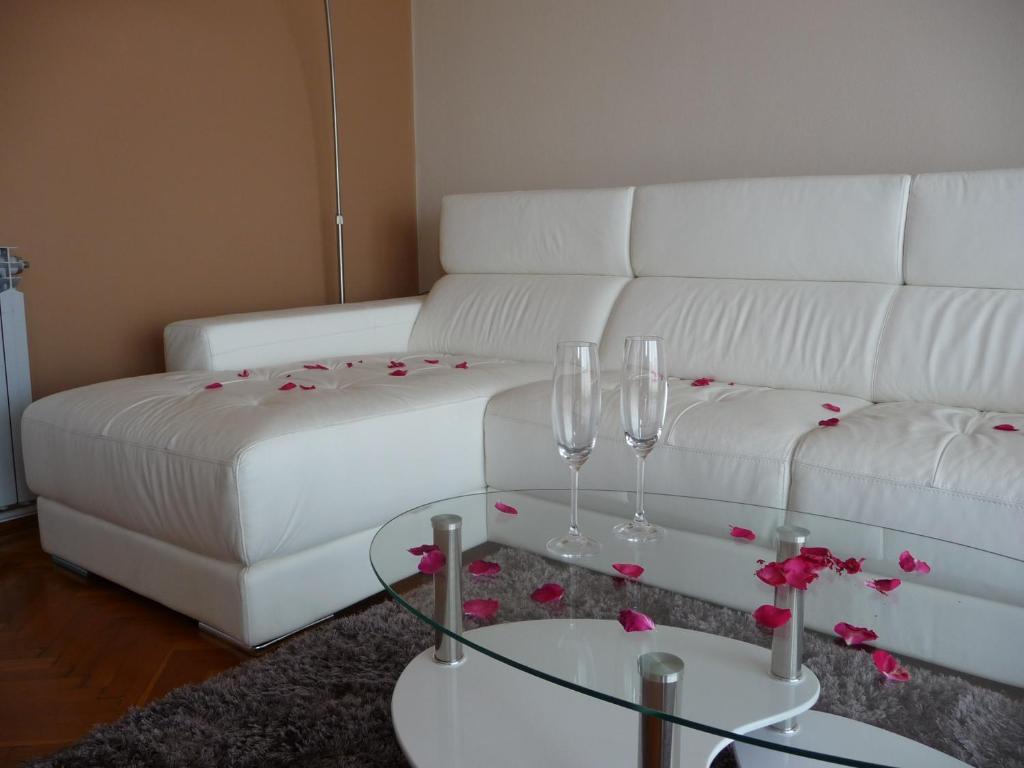 Een bed of bedden in een kamer bij Apartments Noris