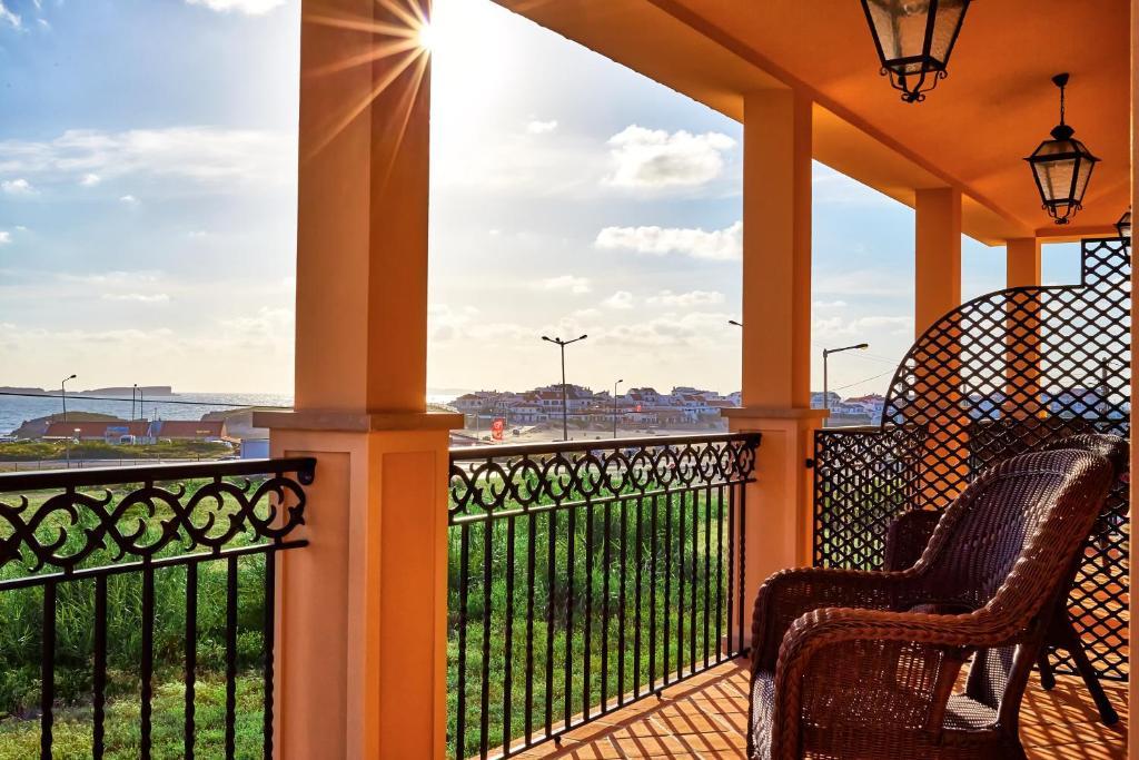 Uma varanda ou terraço em Silver Coast Beach Residence