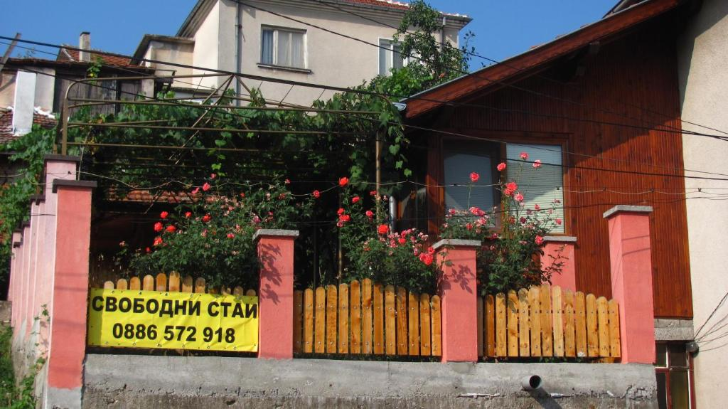 The facade or entrance of Guesthouse Elena
