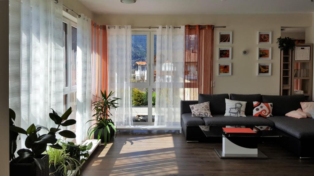 Ein Sitzbereich in der Unterkunft Ferienwohnung Dolomitenpanorama