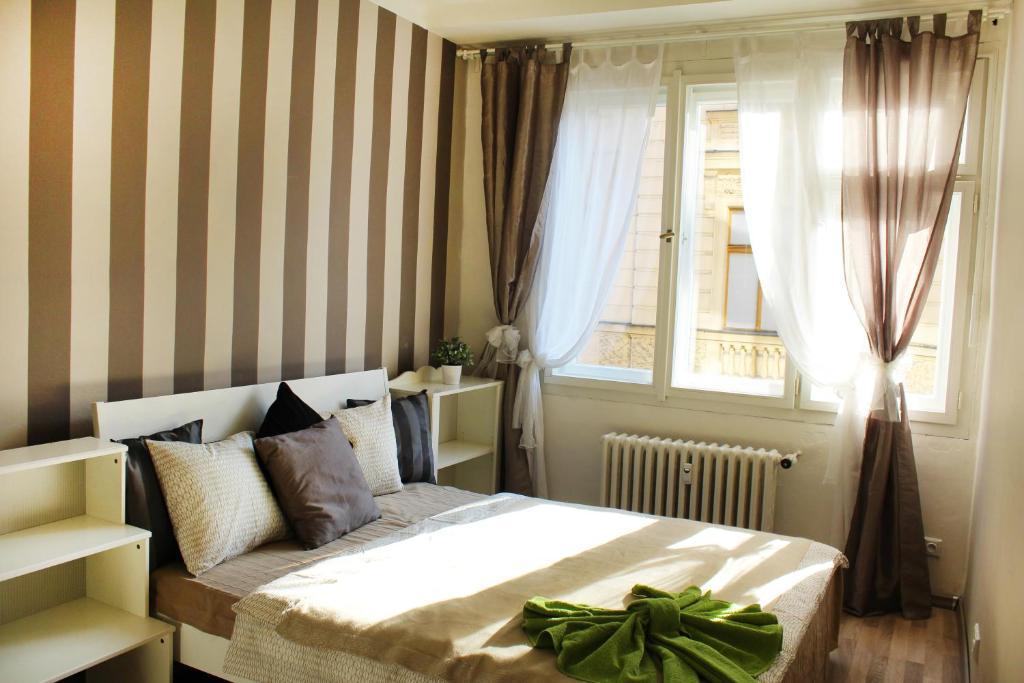 Кровать или кровати в номере Trendy Old Prague Apartment