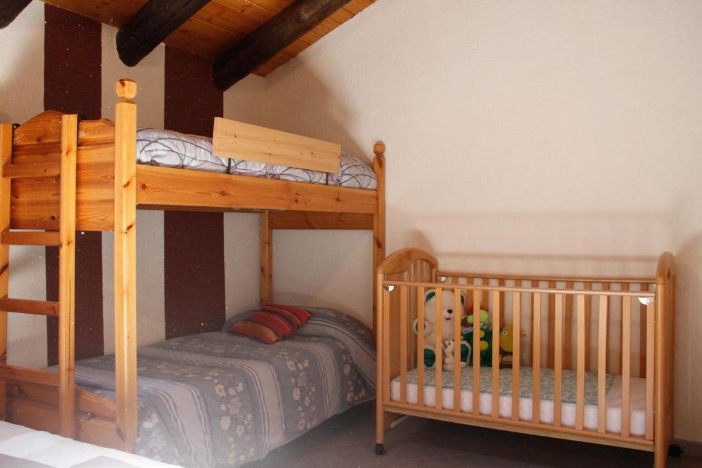 Letto o letti a castello in una camera di Casa Chamonin