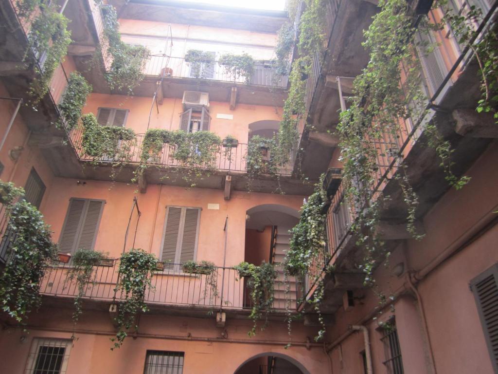 Een balkon of terras bij Charming and elegant apartment historic center of Milan