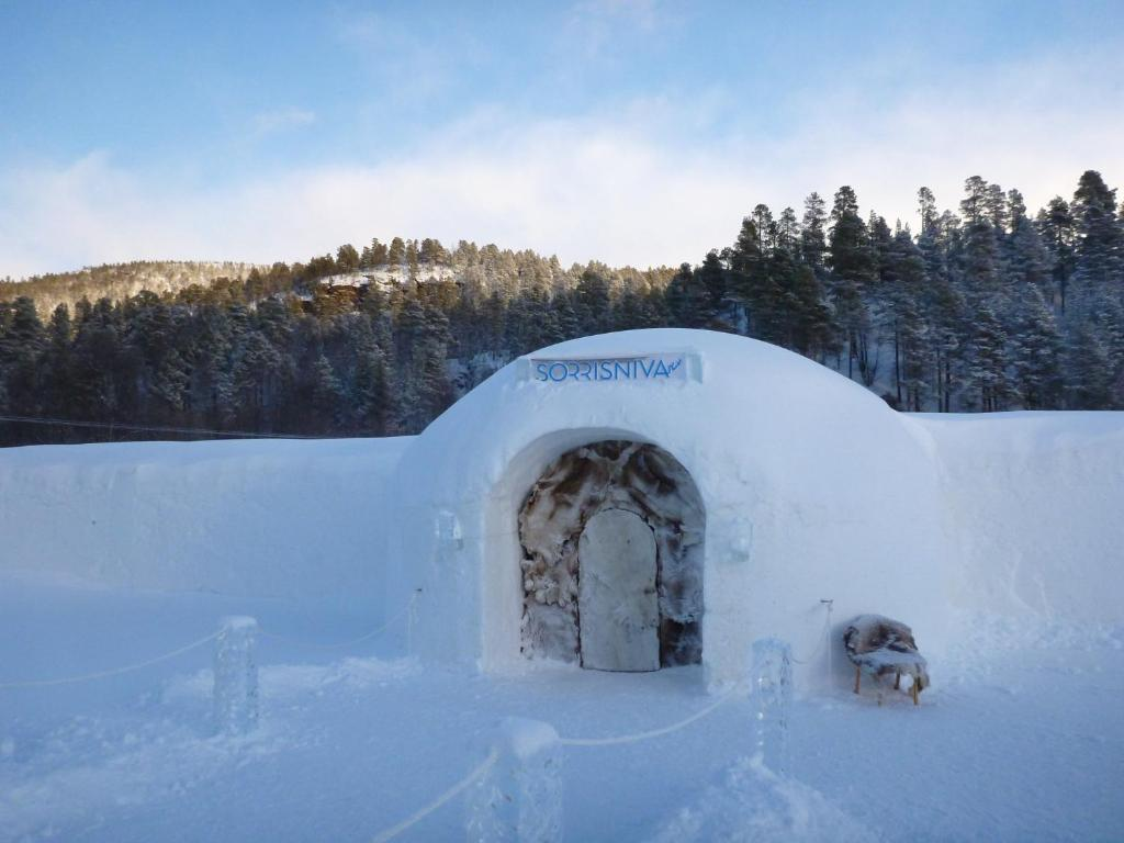 Sorrisniva Igloo Hotel during the winter