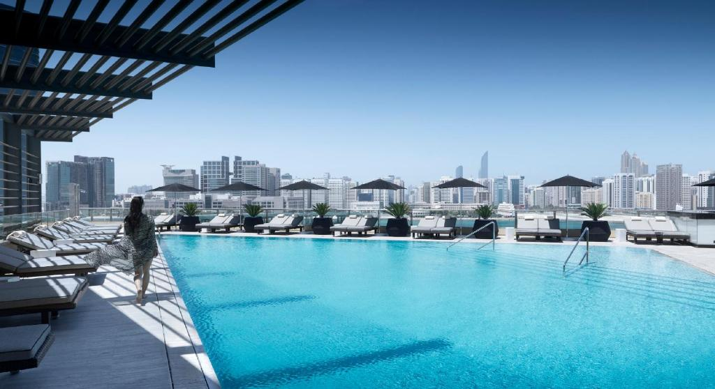 The swimming pool at or near Four Seasons Hotel Abu Dhabi at Al Maryah Island