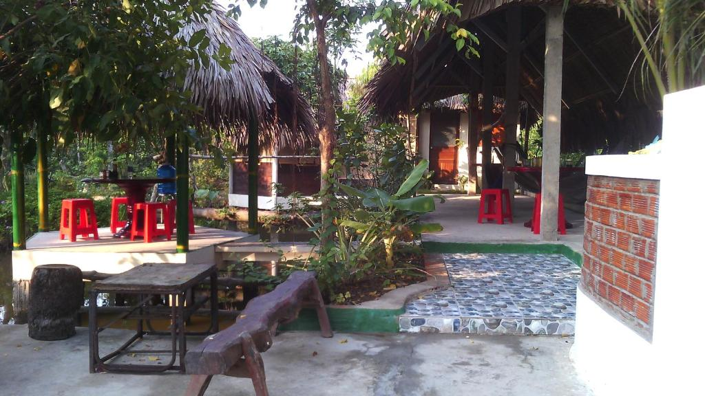A porch or other outdoor area at Hong Thai Homestay