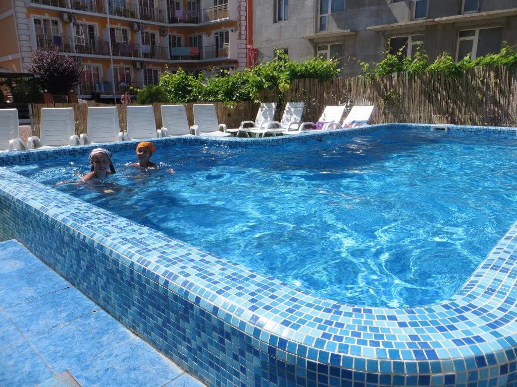 Бассейн в Николь Отель или поблизости
