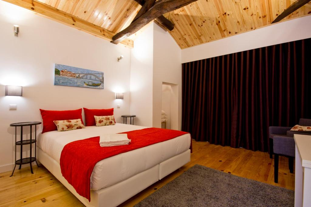 A bed or beds in a room at MyStay Porto Bolhão