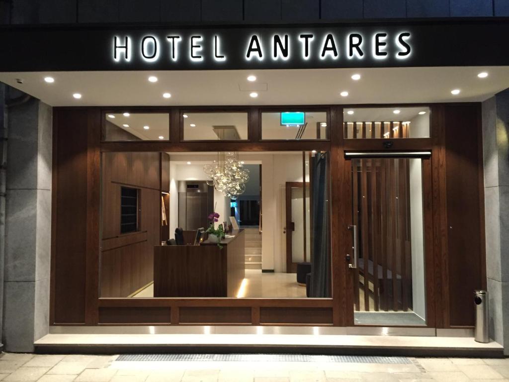 The facade or entrance of Hotel Antares