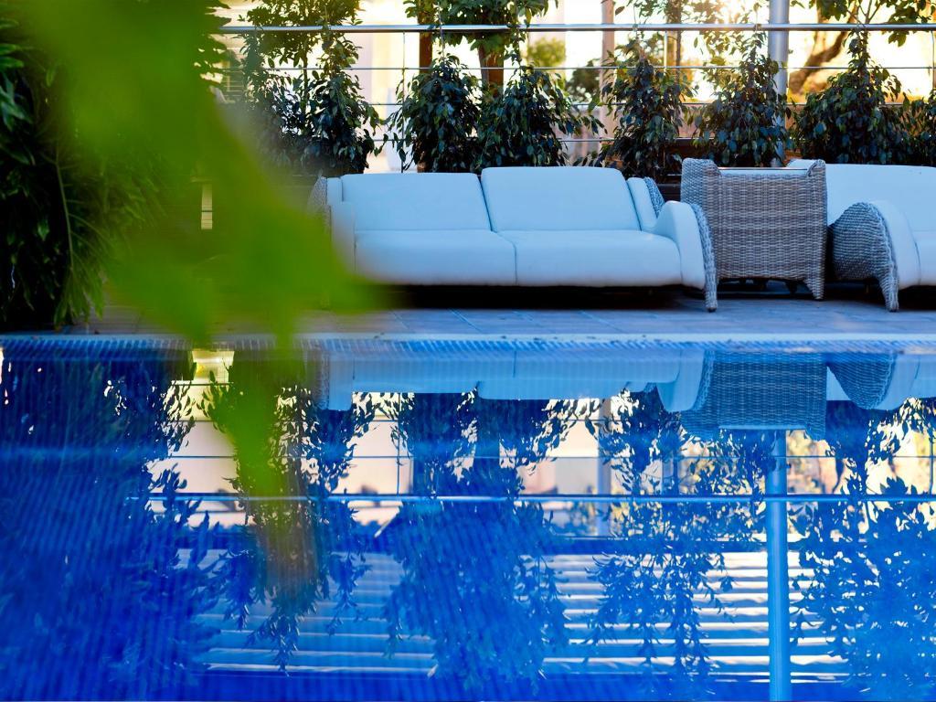 Un patio o zona al aire libre en The Cookbook Gastro Boutique Hotel & SPA