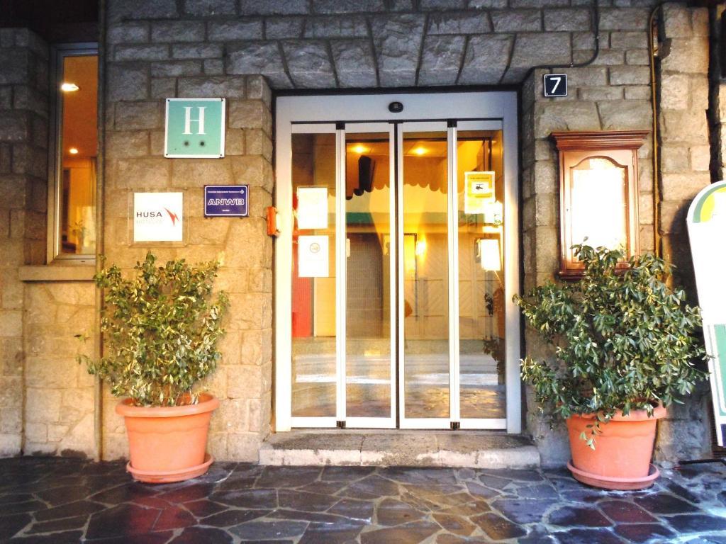 Fachada o entrada de Hotel Urogallo