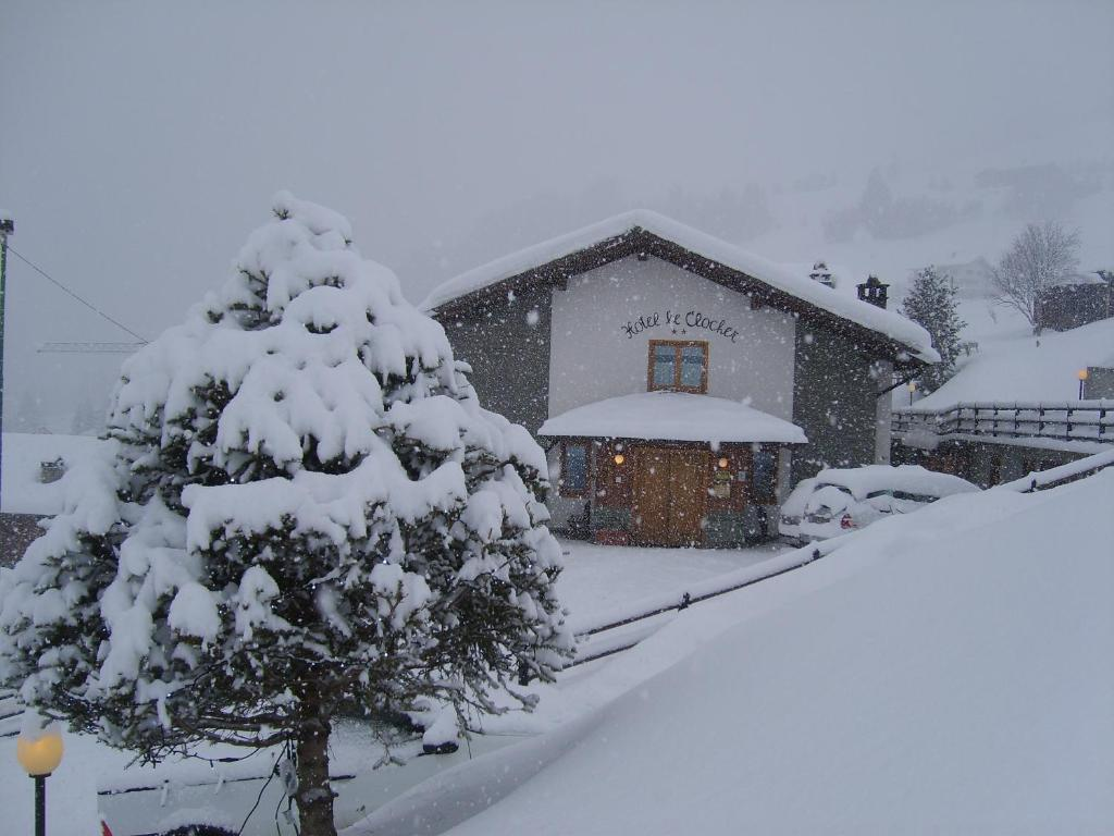 Hotel Le Clocher during the winter