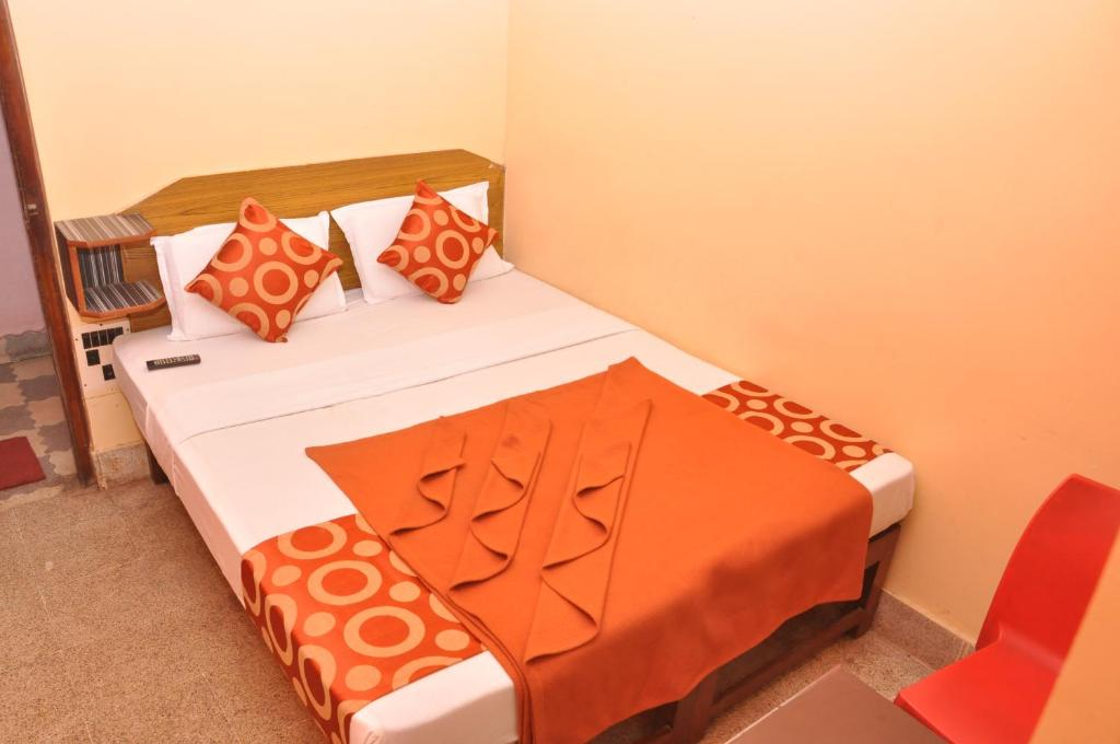 A bed or beds in a room at Shiva Guru Comforts