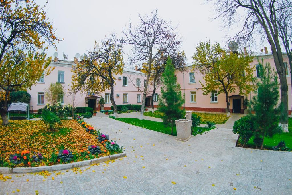 Сад в Armon Apart Hotel