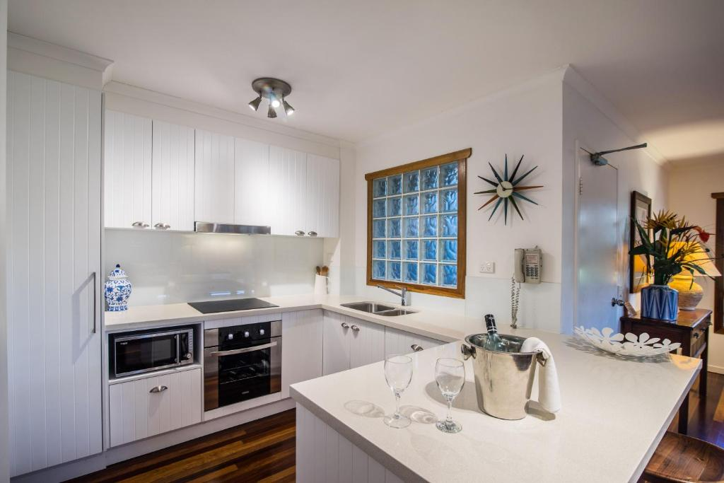 A kitchen or kitchenette at South Pacific Resort & Spa Noosa
