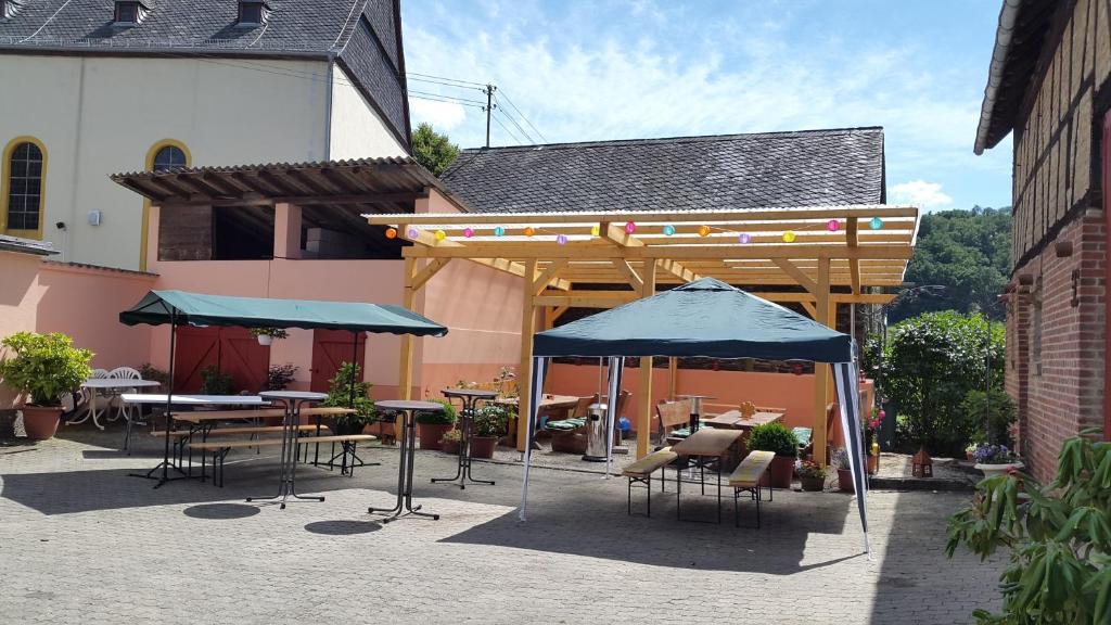 A restaurant or other place to eat at Zur Dorfschänke