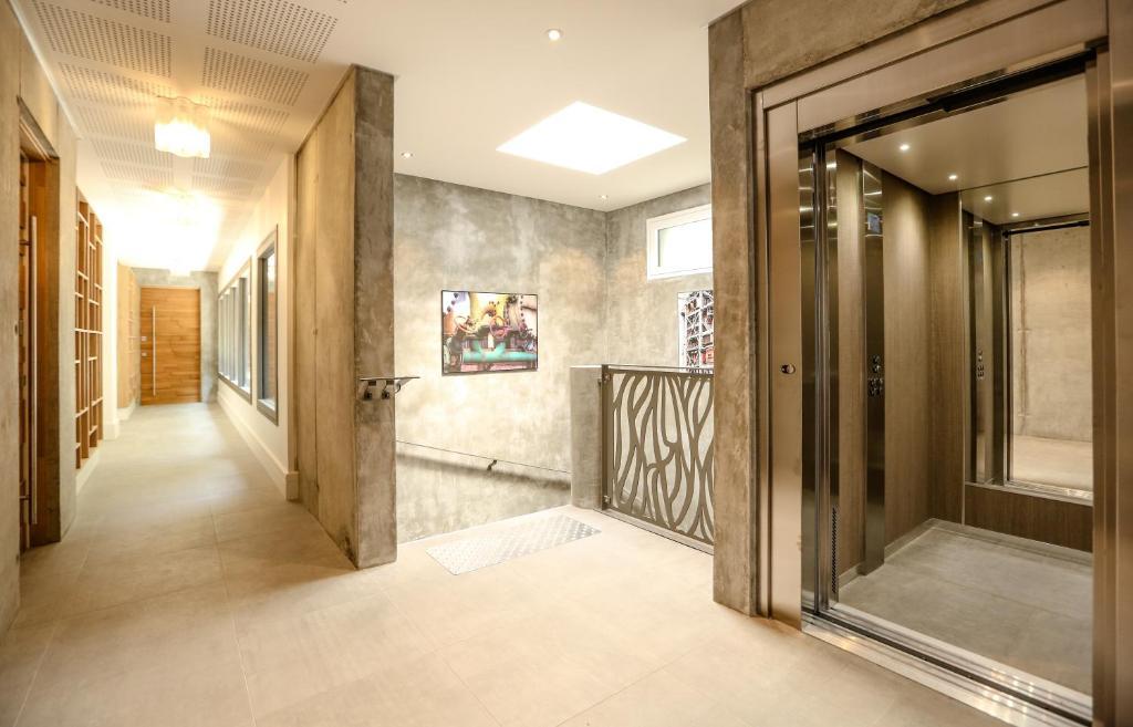 Hall ou réception de l'établissement Le Kube Annecy centre Appartements de luxe