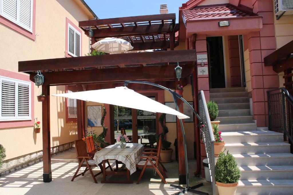 A porch or other outdoor area at Apartments Dragović Nikšić