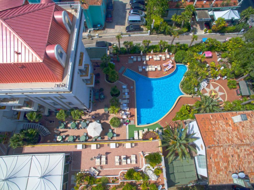 Vista sulla piscina di Park Hotel Pineta o su una piscina nei dintorni