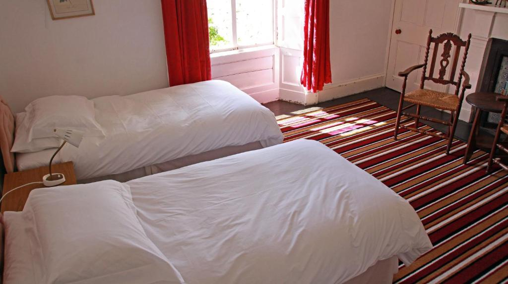 Ein Bett oder Betten in einem Zimmer der Unterkunft Armadale House Scotland Farr North Coast B&B