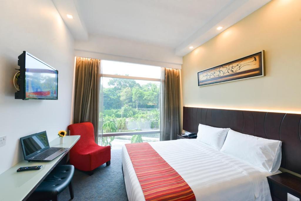 Giường trong phòng chung tại Hotel Chancellor@Orchard