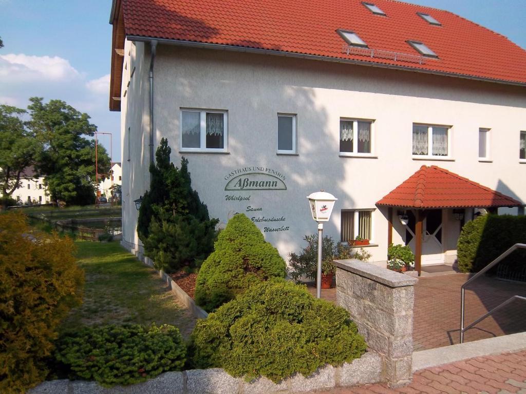 Ein Patio oder anderer Außenbereich in der Unterkunft Hotel & Pension Aßmann