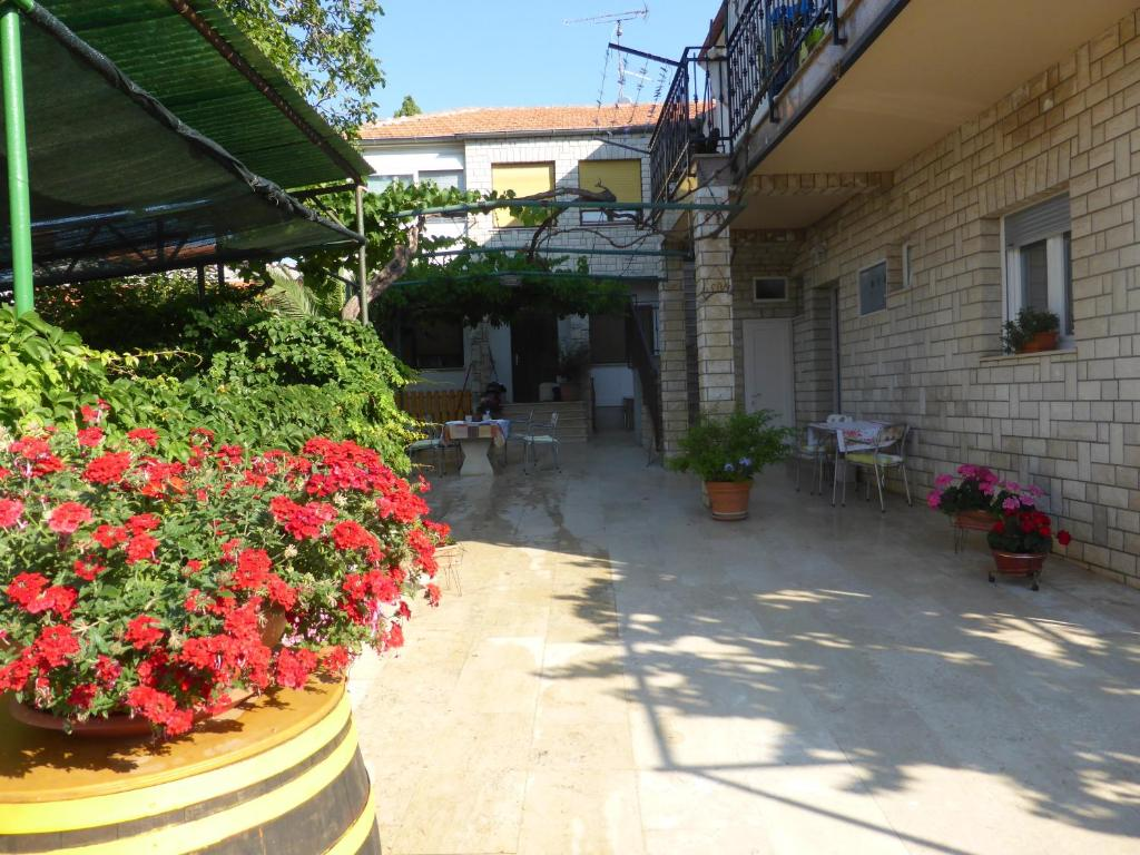 A patio or other outdoor area at Rooms Vilena