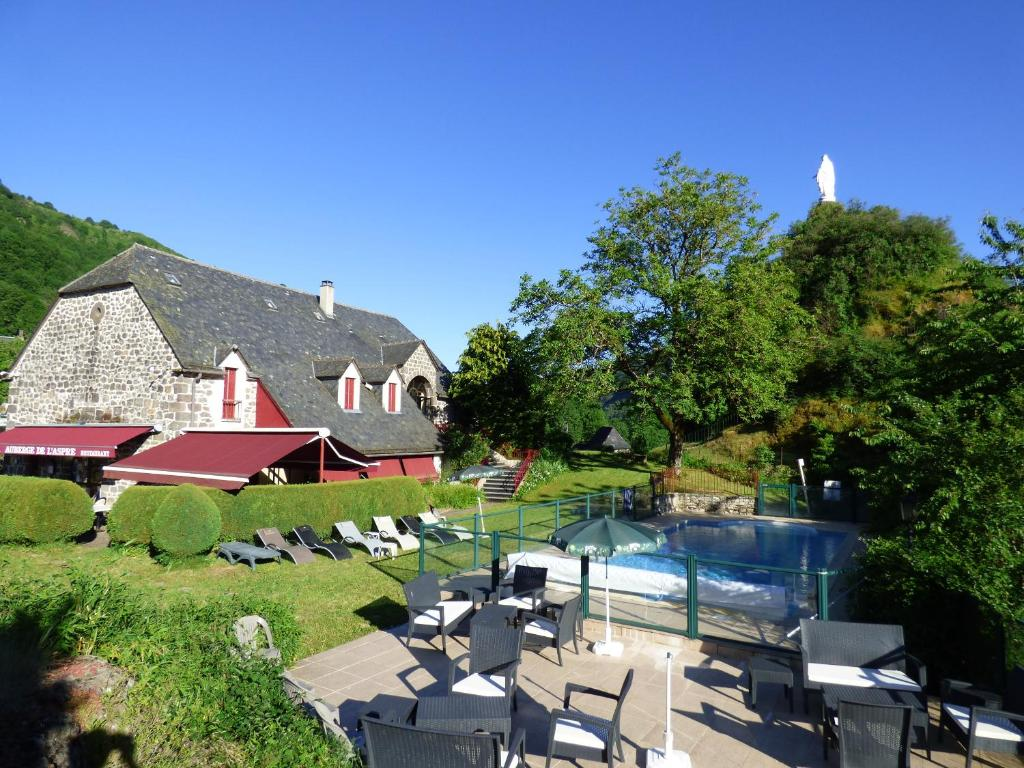 A view of the pool at Auberge de l'Aspre or nearby