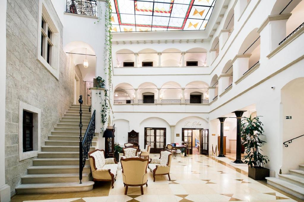 Лобби или стойка регистрации в Arcadia Boutique Hotel