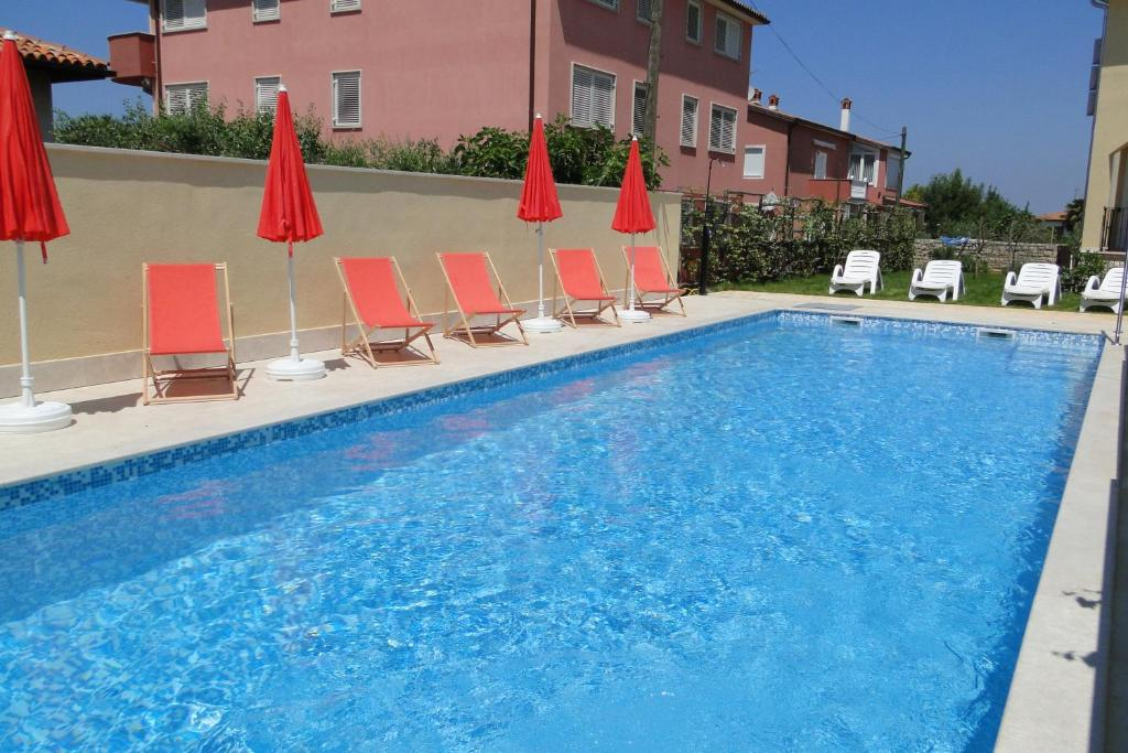 The swimming pool at or close to Villa Ester