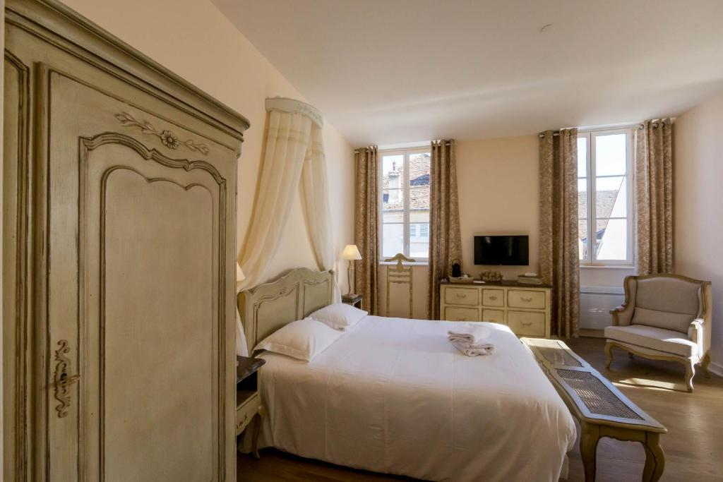 A bed or beds in a room at Le Cara Omael 2D
