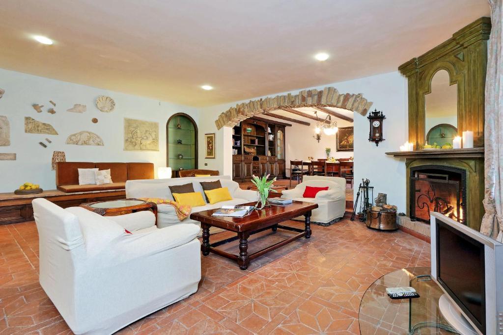 The lounge or bar area at Villa Eleonora