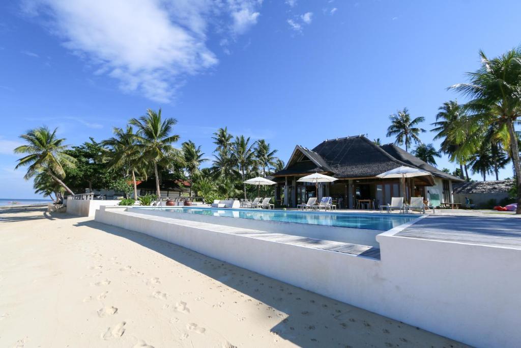The swimming pool at or near Isla Cabana Resort