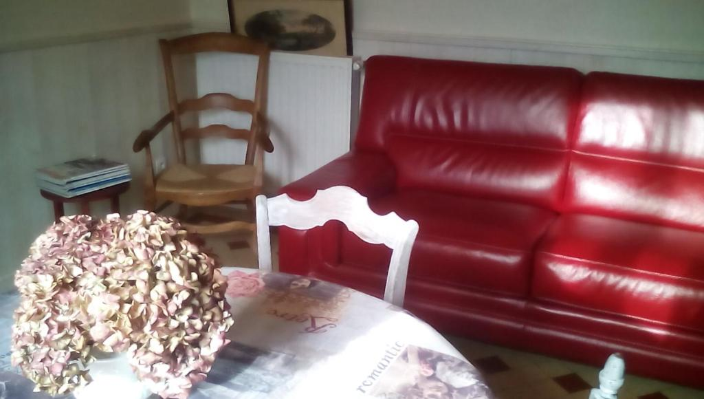 A seating area at B&B chez Annie