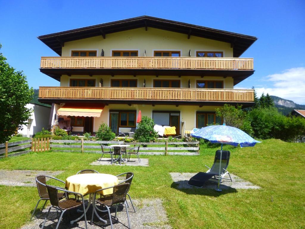 Ein Patio oder anderer Außenbereich in der Unterkunft Haus Alpenland