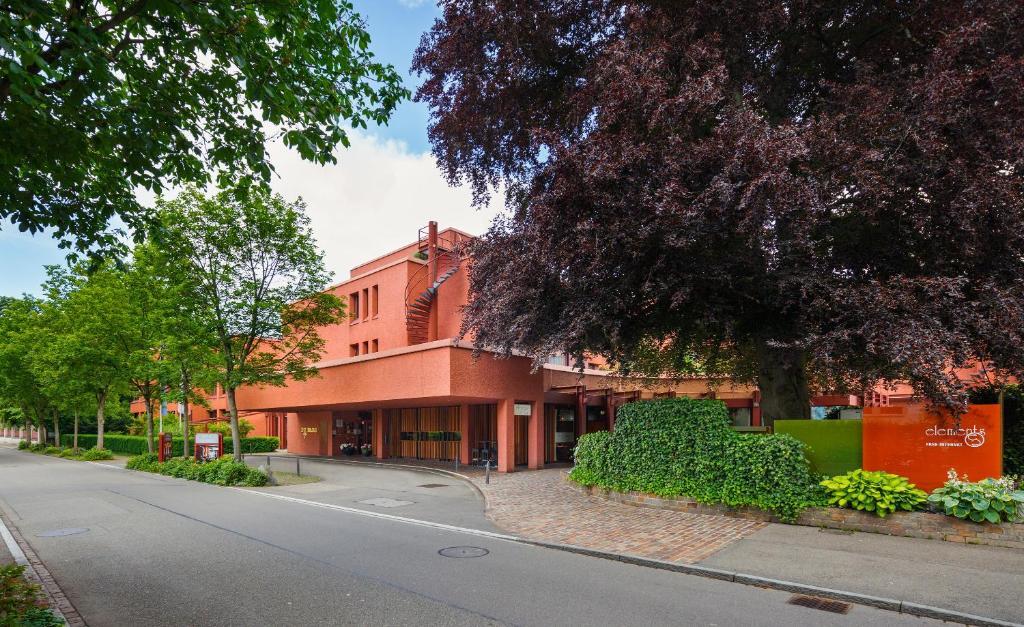 Eine Fassade oder ein Eingang zu Swiss-Belhotel du Parc Baden