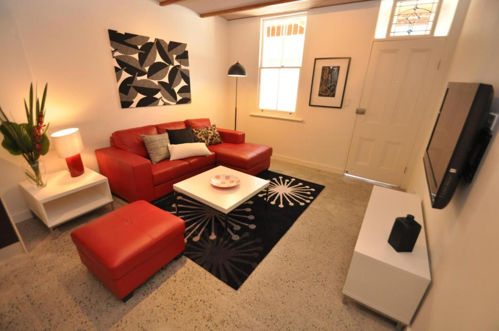 The lounge or bar area at Camperdown Self-Contained Modern Two-Bedroom Apartment (21 BRIGS)