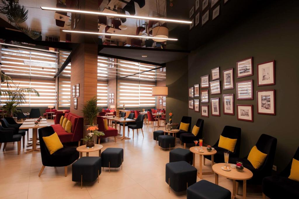 مطعم أو مكان آخر لتناول الطعام في كنزي بسمة