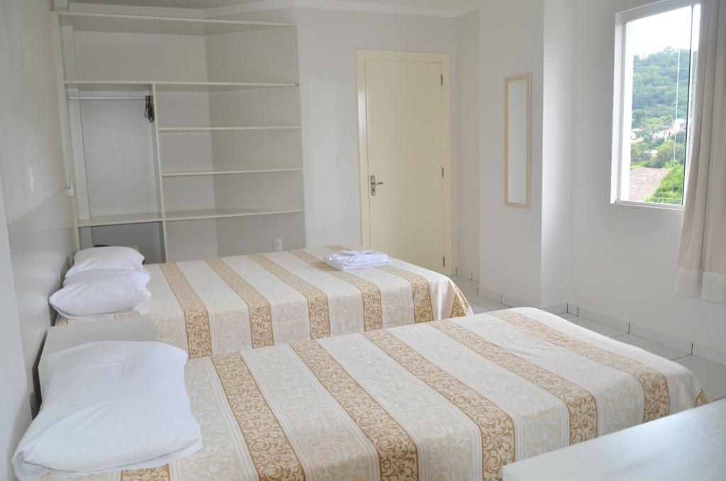 A bed or beds in a room at Hotel Del Grappa