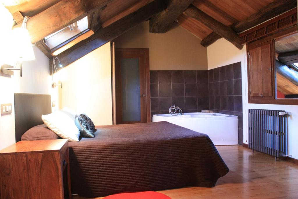 A room at Hotel Rural Bi Terra