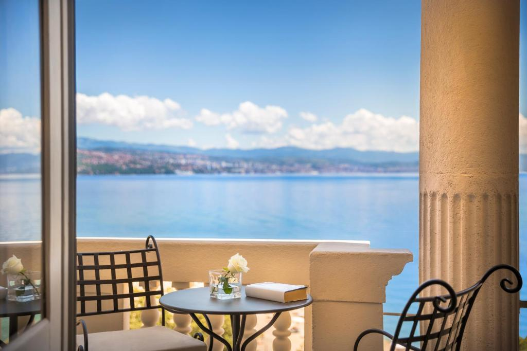 A balcony or terrace at Hotel Palace Bellevue
